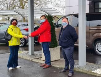 Tekort aan wagens om minder mobiele inwoners naar vaccinatiecentrum te brengen? Dan schenkt Toyota drie voertuigen