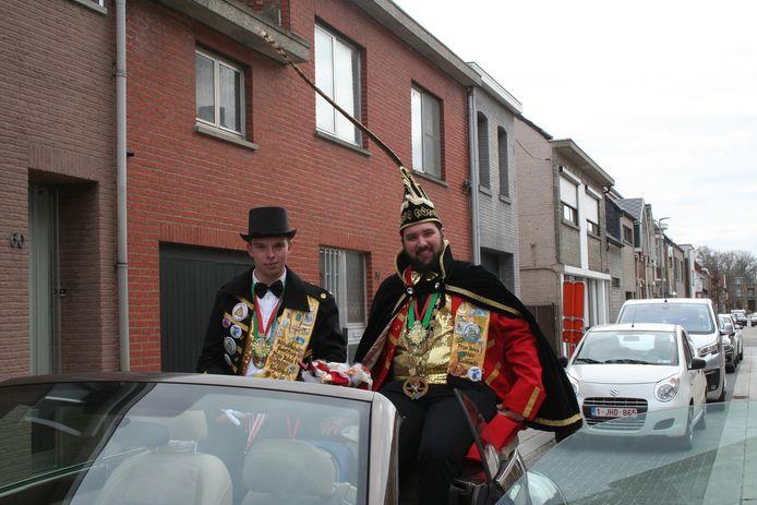 Prins Robin en zijn hofmaarschalk maakten een rondrit door het dorp langs de mooist versierde gevels.