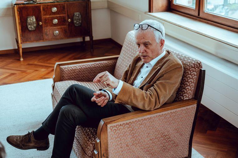 Herman Van Goethem: 'Ooit ontdekte ik een promotiefilm over de Koloniale Hogeschool, uit 1939. Sinds 2016 betreed ik dagelijks dat gebouw, actief op zoek naar nieuwe betekenisgeving. Mijn kantoor bevindt zich in een deel van de vroegere turnzaal.' Beeld Wouter Van Vooren