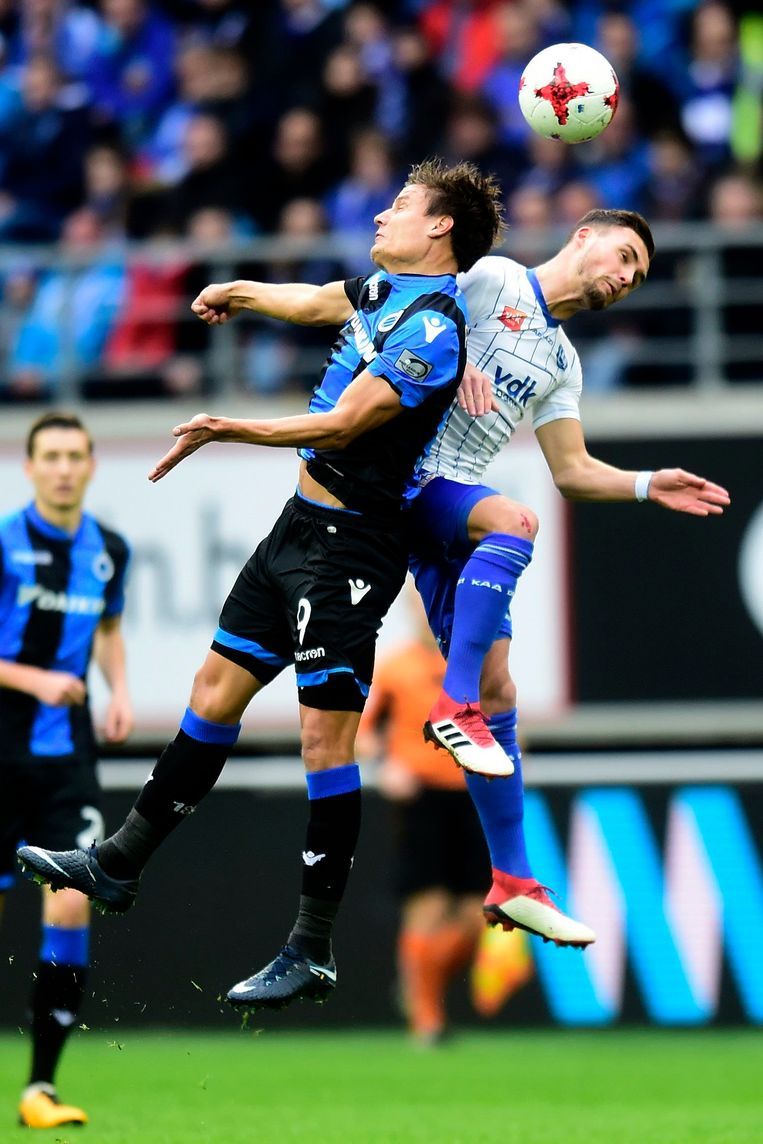 ▶ Vossen (l.) wint het in de lucht van Birger Verstraete. Beeld Photo News