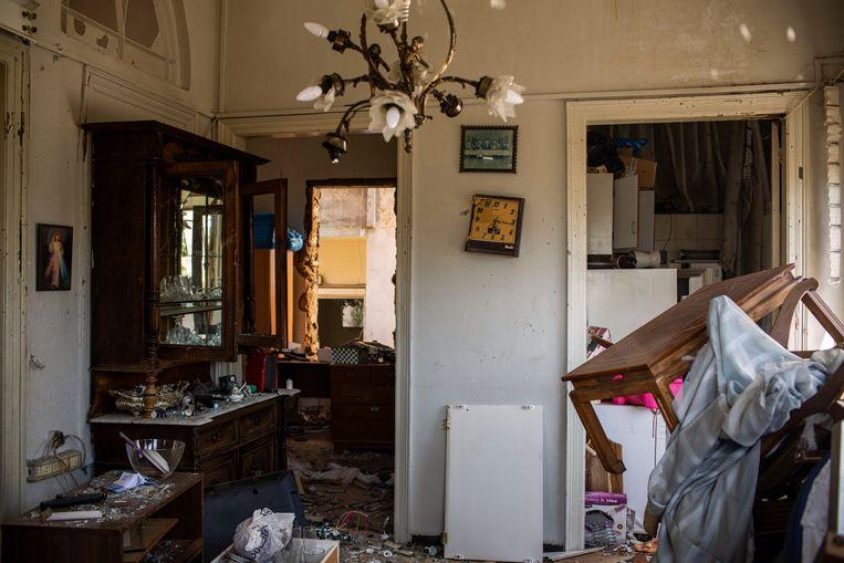 Een huis in de wijk Karantina, die aan drie kanten wordt omgeven door de haven waar de verwoestende explosie plaatsvond.  Beeld Diego Ibarra Sánchez