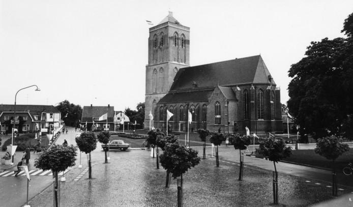 De Mariakerk in het centrum van Didam op 11 juni 1961, de dag van de plechtige inwijding.