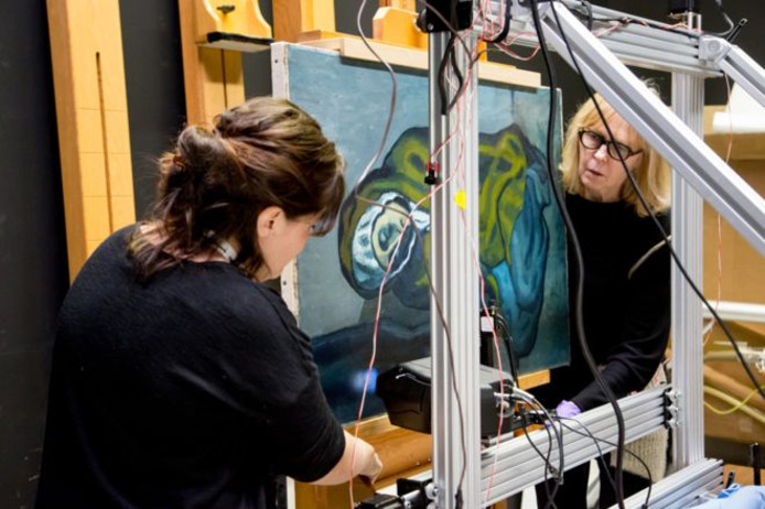 De Knielende Vrouw van Picasso wordt gescand met de nieuwe techniek