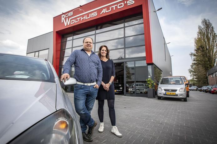 Rob Wolthuis en Anja Wolthuis in het nieuwe bedrijfspand