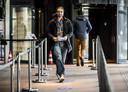 Willem Engel van protestgroep Viruswaarheid bij het gerechtshof na afloop van hoger beroep over het opheffen van de avondklok dient.
