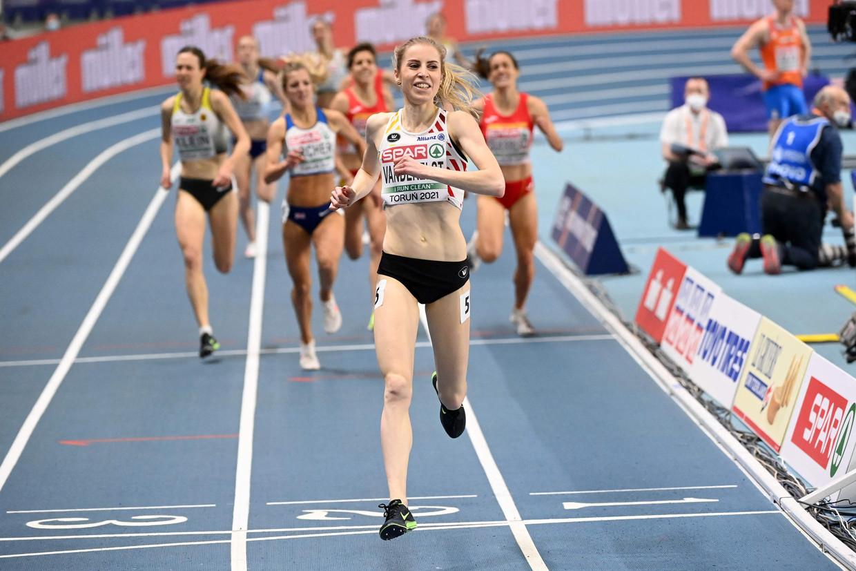 Elise Vanderelst wint de 1.500 meter op het EK indoor in Torun, begin maart. Beeld AFP