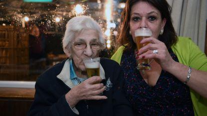 Robertine (98) viert met 15 pintjes
