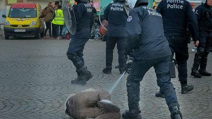 """435 klimaatactivisten aangehouden tijdens de 'Royal Rebellion'. Deelnemers verontwaardigd over hardhandige aanpak van politie: """"Ze sloegen op alles wat ze tegenkwamen"""""""