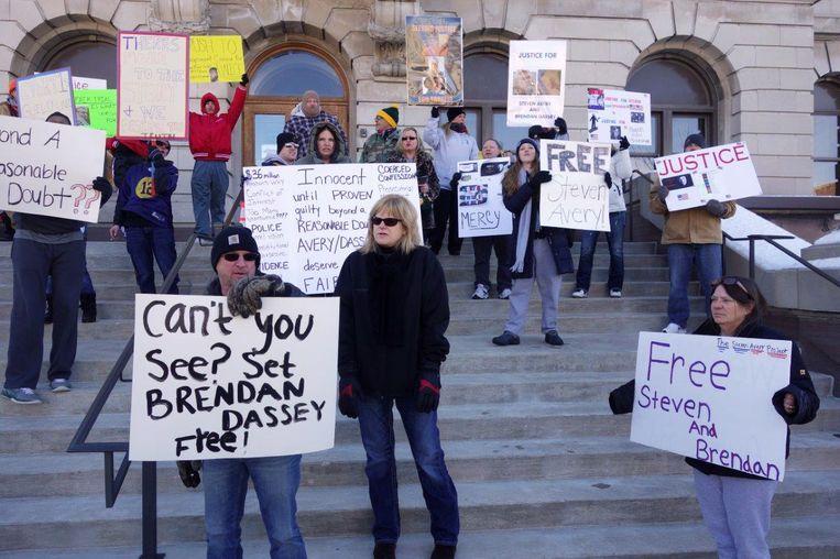 Demonstranten die overtuigd zijn van de onschuld van Steven Avery en Brendan Dassey. Beeld Michael Persson