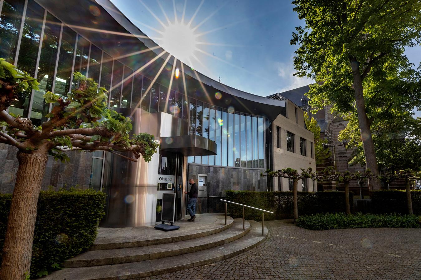 Gemeentehuis in Oirschot. (archieffoto)