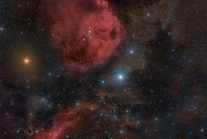 Het Orioncomplex met linksboven Betelgeuze.