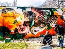 Uilen en warme kleuren: ook Studio Giftig voegt muurschildering aan de stad toe