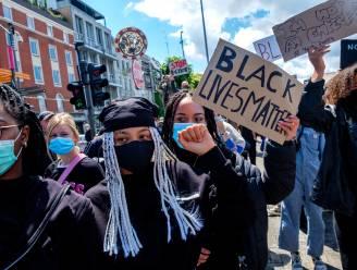 """Grote opkomst op 'Black Lives Matter'-protest in Antwerpen: """"Hoeveel keer ik ben uitgescholden omwille van mijn huidskleur? Ik ben de tel kwijtgeraakt"""""""
