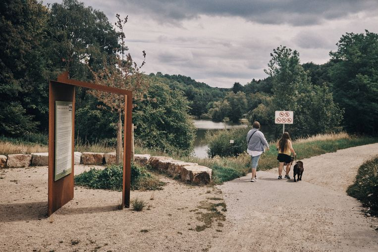Op de vele wandelpaden raakte Rudi Rotthier, hobbelend van land naar land, verknocht aan het gebied. Beeld Thomas Sweertvaegher