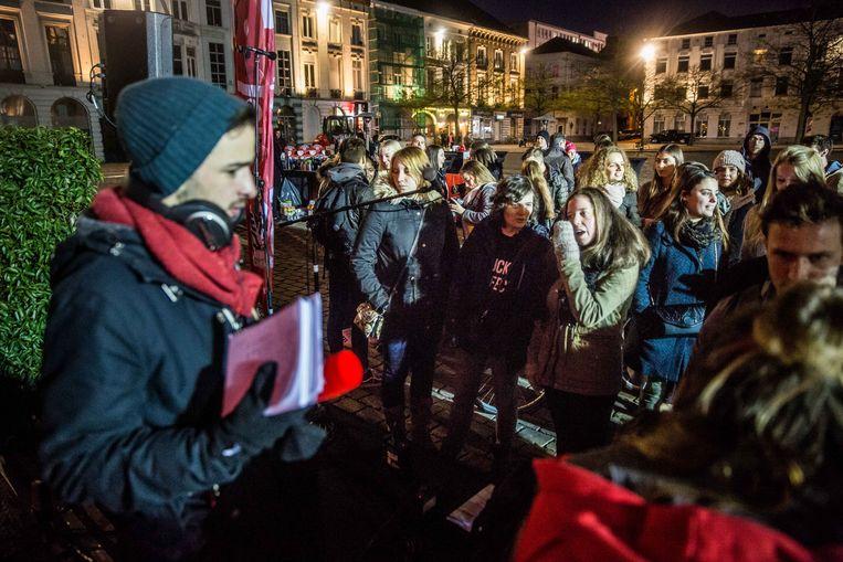 De Rode Neuzen-actie van Q-Music startte op een valse noot: de vloer van de tent werd afgekeurd, de mensen mochten niet binnen. Beeld Bas Bogaerts