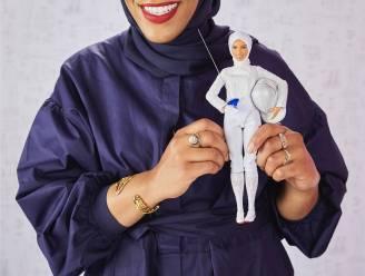 Barbie schermt met hoofddoek