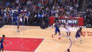 Oeps: bekende NBA-coach is het niet eens met beslissing scheidsrechter, één seconde later ligt hij op de grond