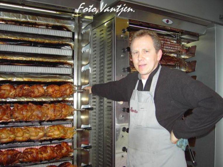 Wim De Wolf was zelfstandige en verkocht gebraden kippen aan de Tir in Aalst.