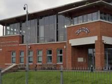 La police arrête un mariage avec 400 invités dans une école de Londres