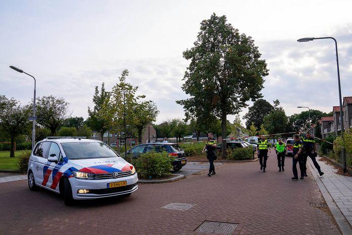 De politie is op zoek naar de vermoedelijke dader.