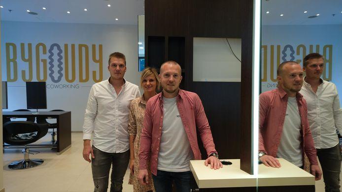 Jennifer Catteau en Florent Rys van ByGoudy, samen met partner Thomas Gaeta van Rcos Solutions, in de coworking