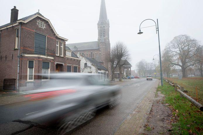 Snelrijdend verkeer in Den Hout. Foto: Pix4Profs/Joyce van Belkom