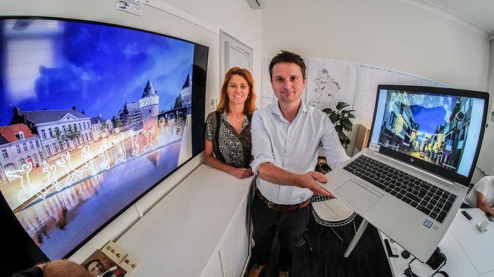 Schepenen Arne Vandendriessche en Ruth Vandenberghe stelden de kerstverlichting afgelopen zomer al voor.