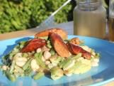 Blote-billetjes-in-het-gras aardappelsalade met worstjes