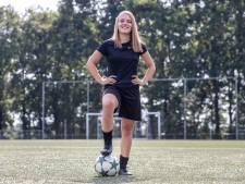 Een meisje dat voetbalt? Dat is sinds kort heel gewoon