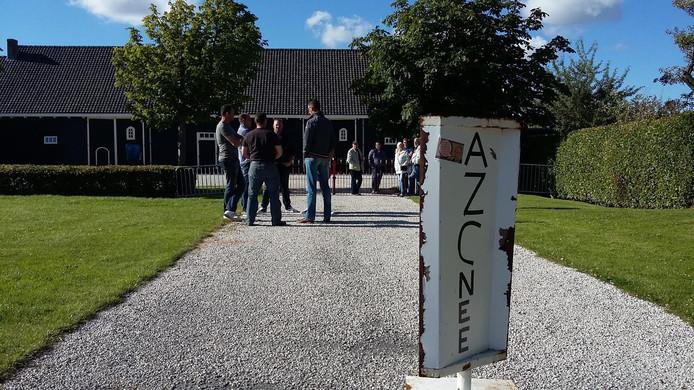 Protestbord tegen de komst van een AZC.