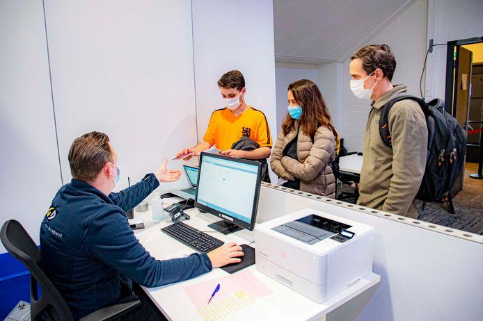 Vaccineren zonder afspraak blijft tot eind dit jaar mogelijk in het Willem II Stadion.