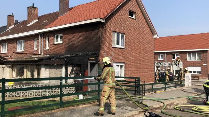 """Bewoner (65) tracht brand zelf te blussen: """"Met emmers water was er helaas niets tegen te beginnen"""""""
