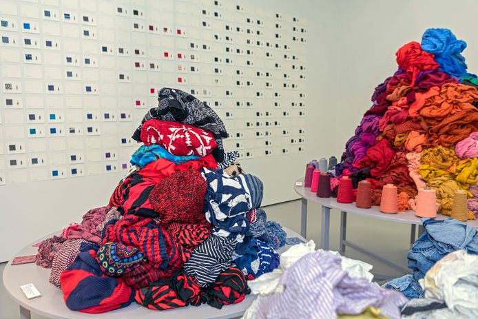 Het werkproces van Wolkat Fibre wordt getoond op de expositie Long Live Fashion! bij het TextielMuseum in Tilburg.