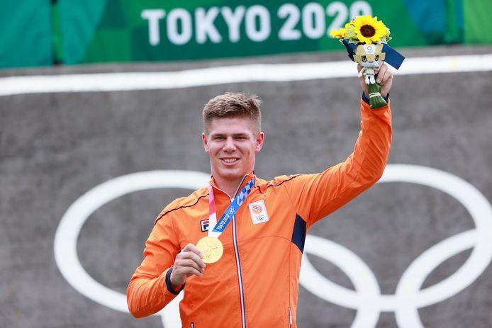 Niek Kimmann straalt met de gouden medaille om zijn nek.