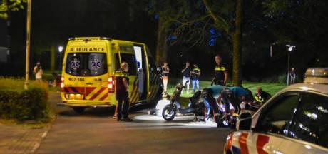 Automobilist gaat er vandoor na botsing met scooter in Arnhem; twee gewonden