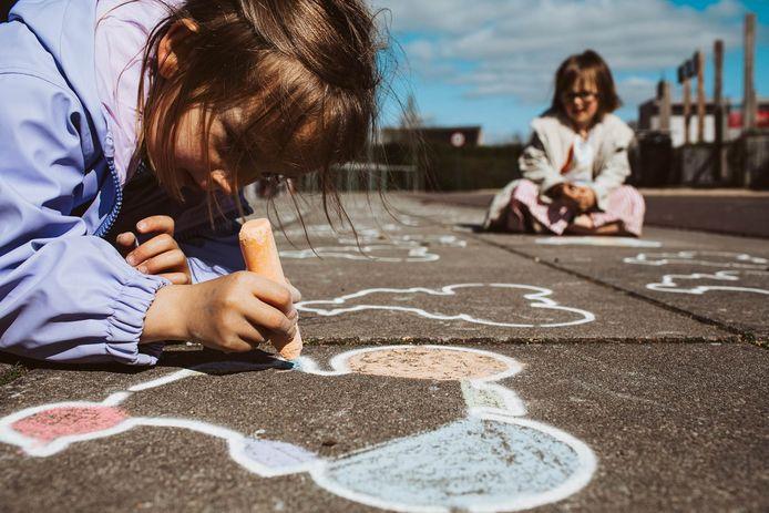 Kinderen leven zich al kleurend uit aan het Wielermuseum.
