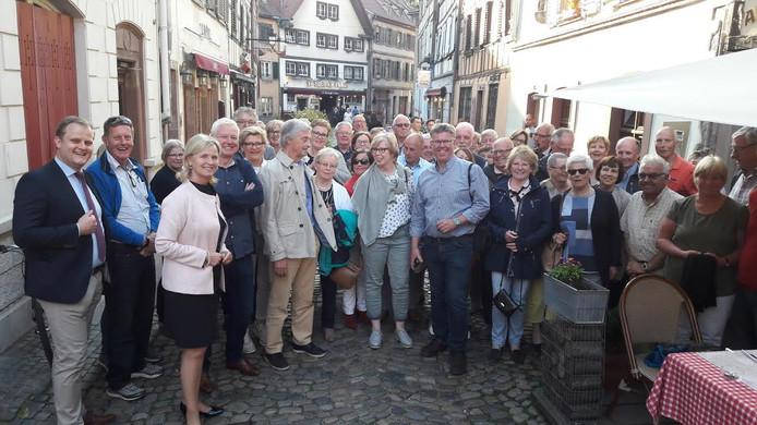 Op verkenning in 'Petite France', het oude stadscentrum van Straatsburg. Europarlementariër Annie SChreijer ontvangt vijftig lezers uit Twente en de Achterhoek. FOTO Dolf Ruesink