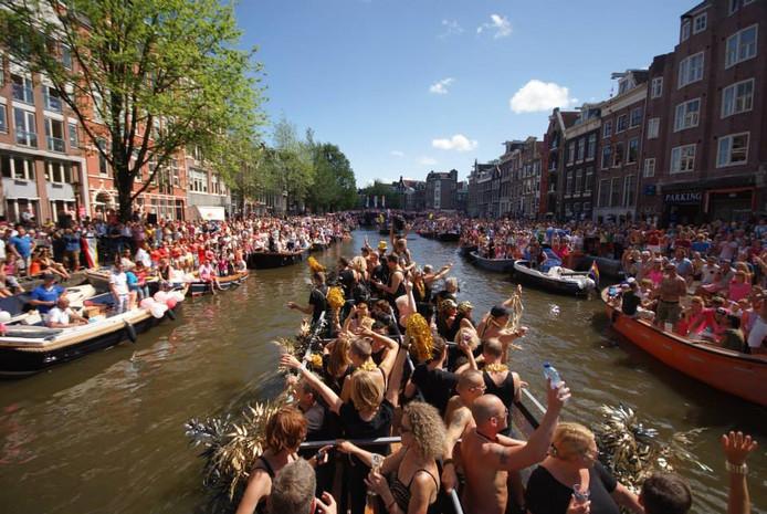 De boot van Café Kalff op Gay Pride 2013