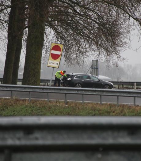 Ongeluk met drie auto's op A59, een automobilist gewond