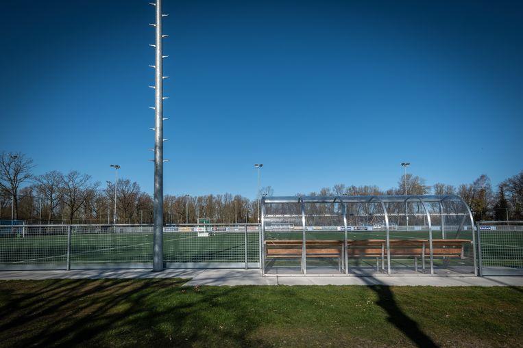 Een uitgestorven Sportpark Sloten.  Beeld Dingena Mol