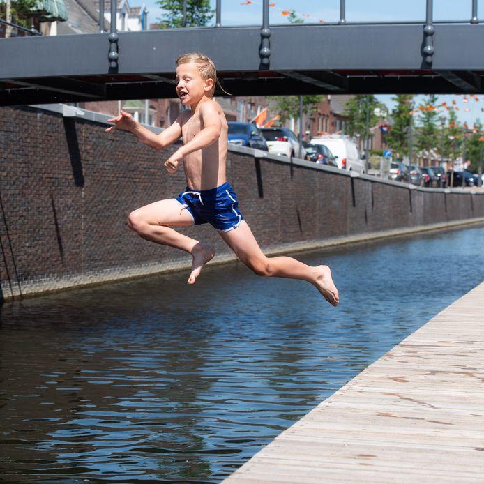 Een zwemverbod in de nieuwe haven van Zevenbergen. Het kwam de gemeente Moerdijk op social media op de nodige kritiek te staan.