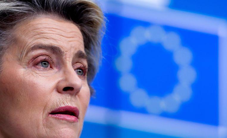 Europese Commissievoorzitter Ursula von der Leyen wacht vandaag een zwaar debat over het Europese vaccinbeleid.  Beeld EPA