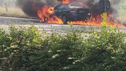 """""""Drie brandblussers leeggespoten, maar er was geen beginnen aan"""": zware avondspits door brandend voertuig"""