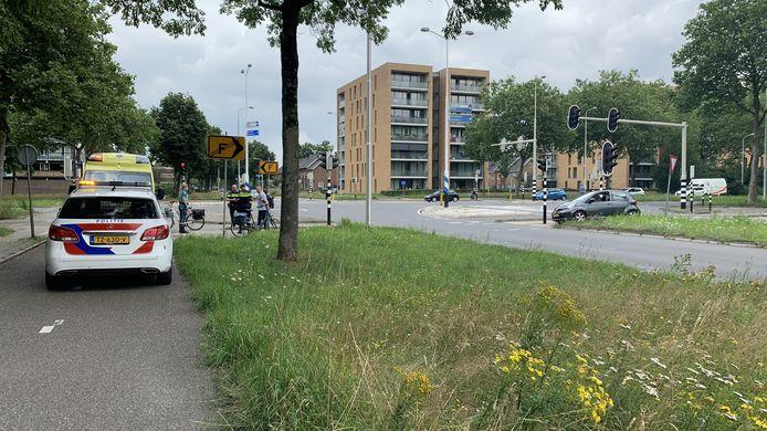 De politie spreekt getuigen om erachter te komen wat er gebeurd is op de Kastelenlaan in Ede.