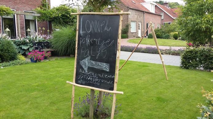 Hongerige bezoekers van de Hellehondsdagen kunnen voor poffertjes terecht in het poffertjespaleis van Lonneke Bekke.