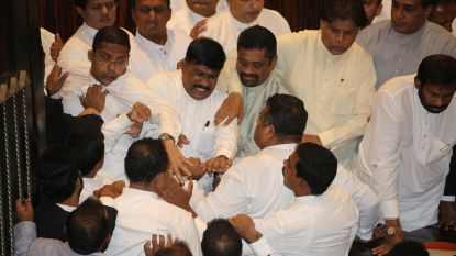 Regeringscrisis in Sri Lanka mondt uit in vechtpartij in parlement