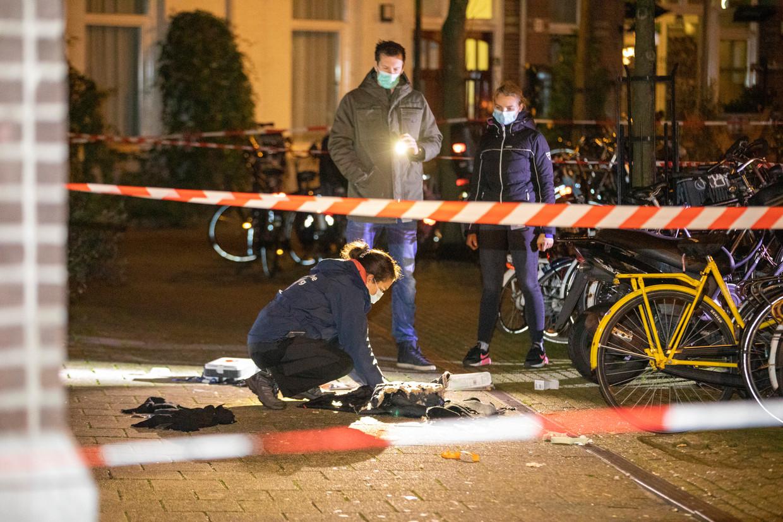 Onderzoek door de politie na een dodelijke schietpartij op het Krugerplein in Oost in november. Beeld Michel van Bergen