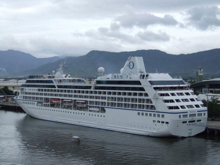 De Nautica (foto) is eigendom van de Amerikaanse rederij Oceania Cruises in Miami. Beeld