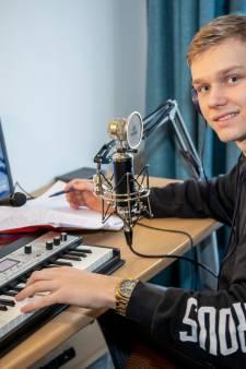 Davy (19) schrijft rapnummer voor overleden vriend: 'Elke traan die ik laat is speciaal voor jou gemaakt'