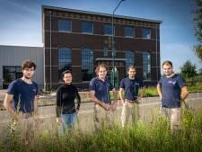Vader en zonen Holman bouwen eigen fabriek: niks prefab, maar metselwerk in kruisverband